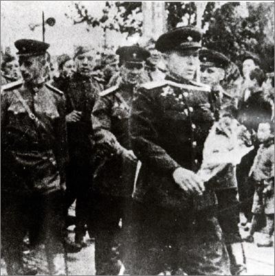 Soviets in Wonsan.jpg