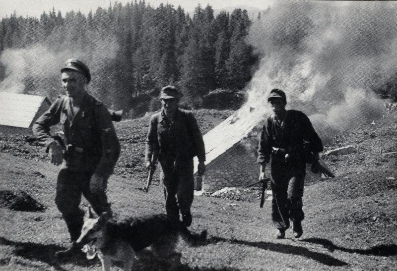 Guérilla et contre-guérilla dans les Balkans [Dossier photo] File